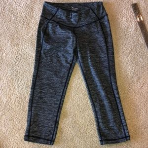 Old navy active cropped black lined leggings